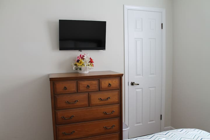 Netflix, Amazon Prime, Local TV and many others by Roku! Available in both bedrooms.