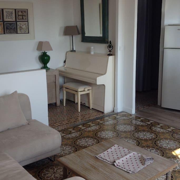 Vue du couloir d'entrée depuis le salon