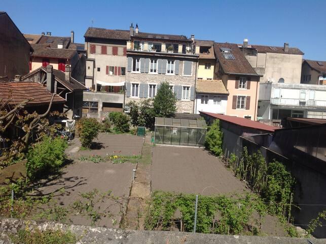 Chambre dans un environnement calme - Villeneuve - Wohnung