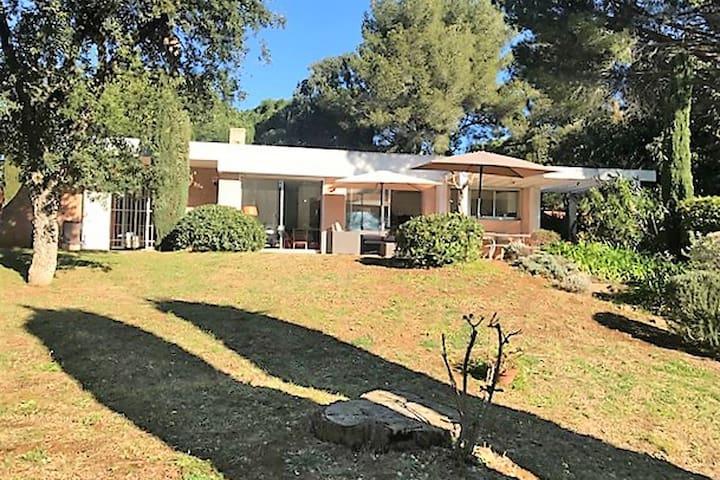 Modern Villa with Private Garden near Sea in Var
