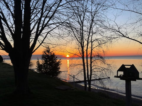 Now That's Cozy-3 BR beachfront house on Lake Erie