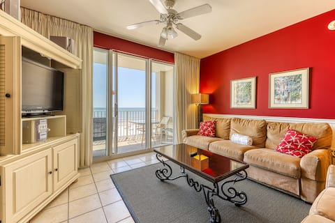 Beachfront getaway w/ access to indoor and outdoor pools!