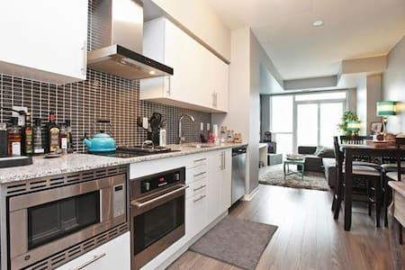 Ideal Space for Business or a trip to the Big City - Toronto