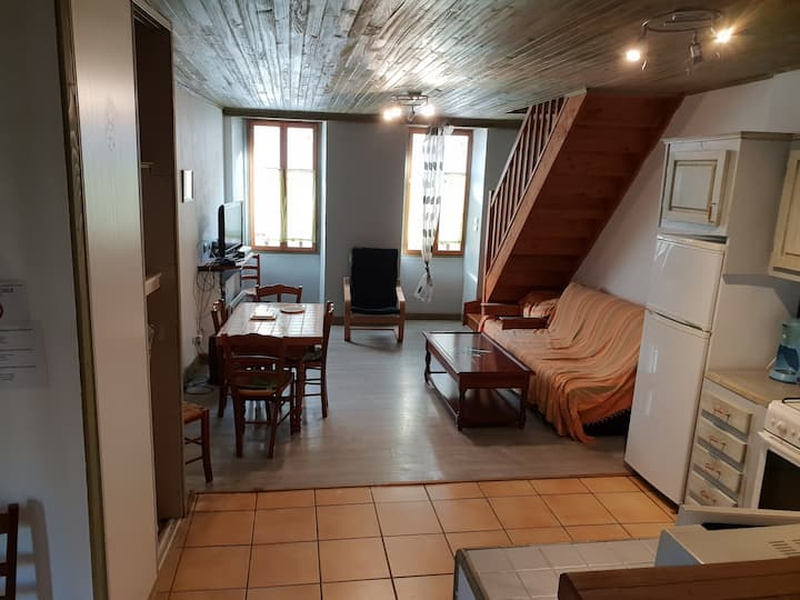 APPARTEMENT BOURG LARUNS (PHONE NUMBER HIDDEN)