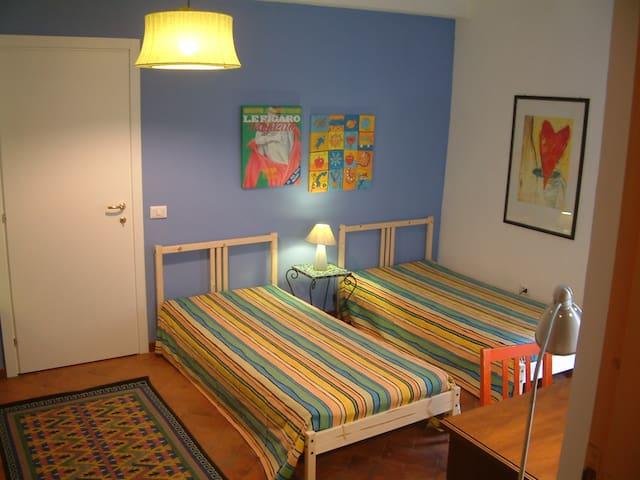 Big, confy, quiet room in S.Croce