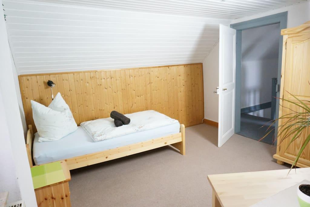 zimmer mit k che n he phantasialand k ln messe g steh user zur miete in k ln nordrhein. Black Bedroom Furniture Sets. Home Design Ideas