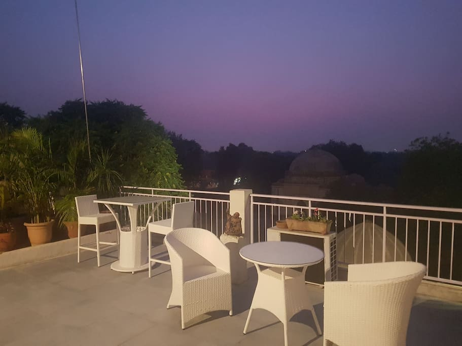 Sunset time on terrace gives the best view of the fort. Time to have barbeque in the Delhi winters. This is a common terrace area
