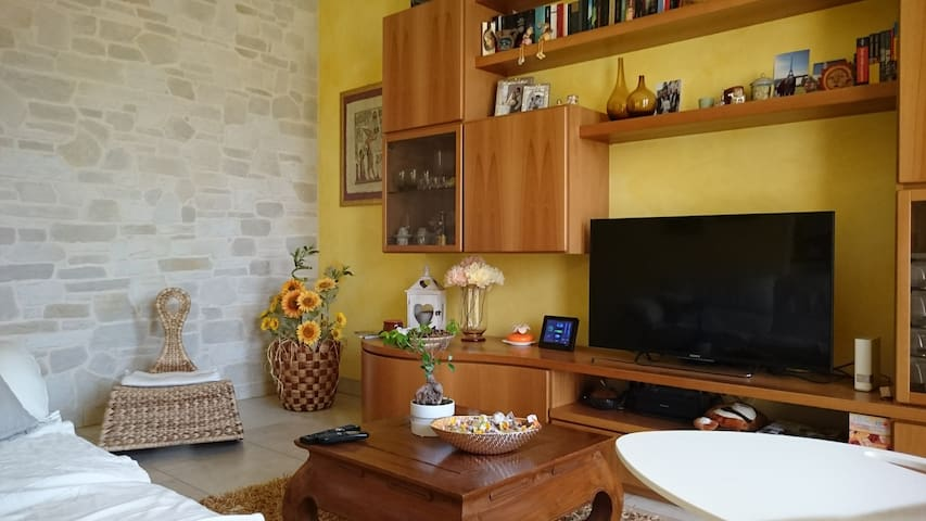 Quiet room in residential area - Breganze - Adosado