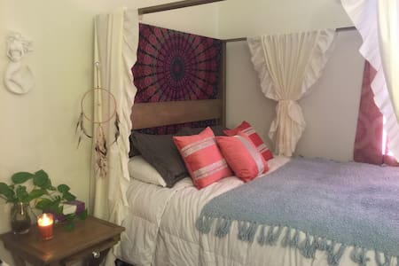 2 Rooms 3 Cozy Beds in Van Nuys 2/2 Townhouse - Townhouse