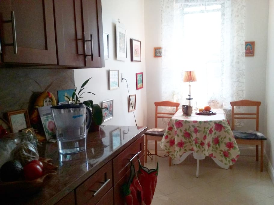 Bright kitchen, lots of cabinet spaces, spacious, wooden table.  Kitchen ware and towels provided.