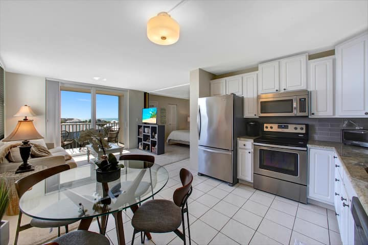 Beautiful 8th Floor Gulf View Condo