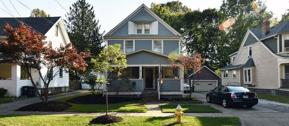 Charming Home In Highland Square 2