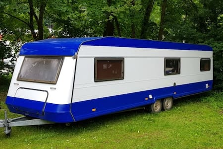 Spacious and cozy camper on beautiful Ampersee