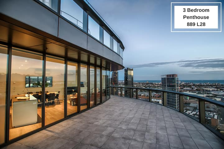 Stunning 3 Bedroom Penthouse with Fantastic Water Views