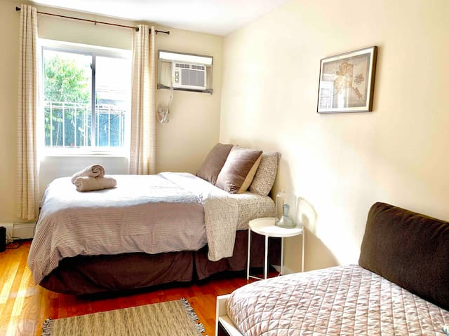 Cozy Room in Astoria, Close to NYC!!