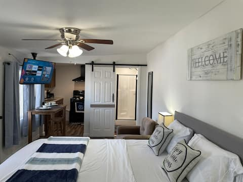 Apartment less than 5mi from the strip&downtown😃