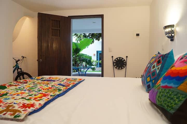 Caimito Private Room at Tamarindo B&B