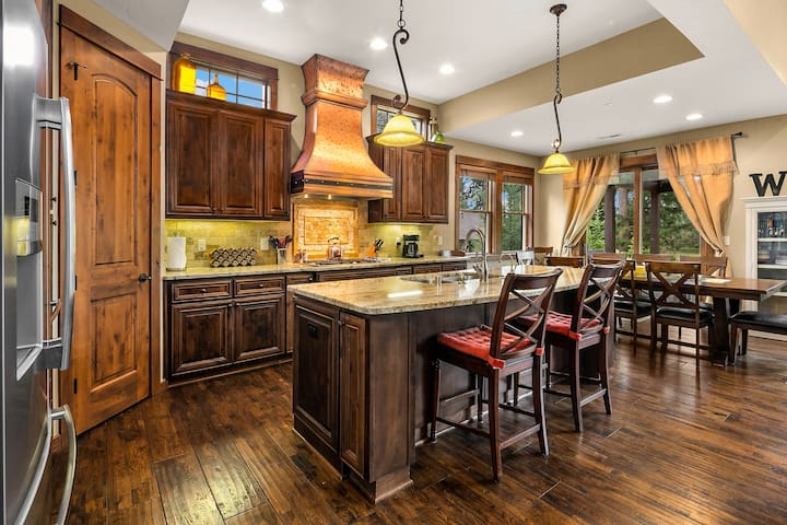 Fully stocked kitchen with granite counters and stainless appliances.