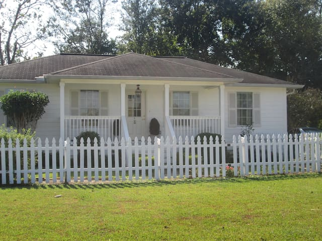 Glenwood Cottage on Bayou LaFourche - Napoleonville
