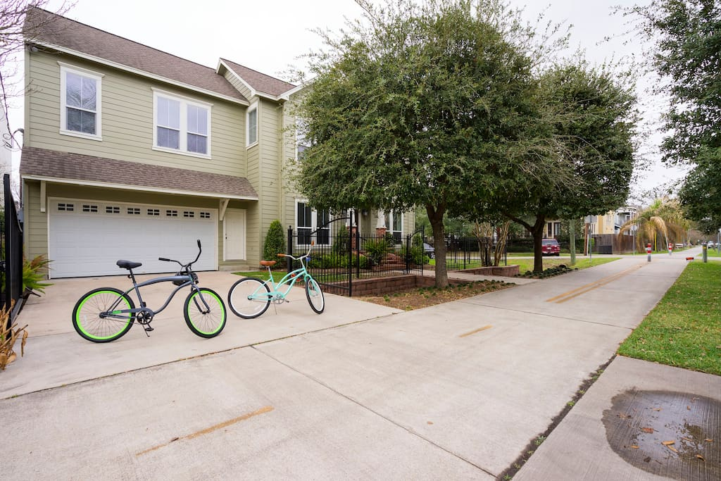 The apartment is above the garage and has a separate entrance next to the garage door. Feel free to ride the cruiser bikes around town on the trail conveniently located directly in front of the house.
