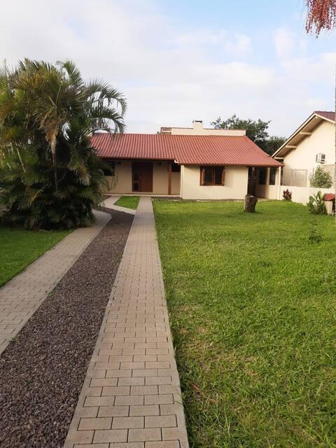 Ótima casa em Torres, próximo ao centro e praias