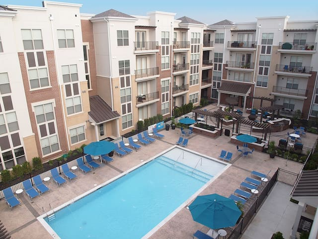 1 Bed / 1 Bath Furnished Apt. - 49 Hundred - Blue Ash - Huoneisto