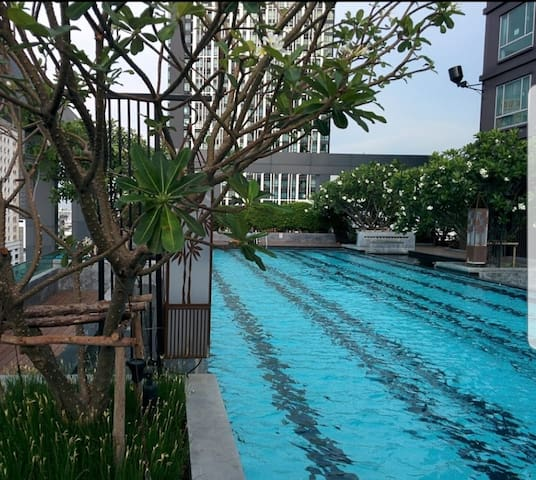 Bangkok room for rent at Sukhumvit 55 near BTS