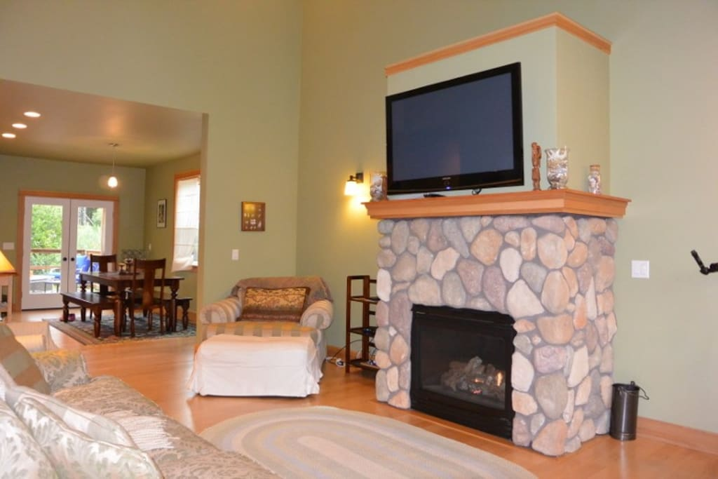 Spacious living room with two full size couches and two chairs. Big screen TV with cable and the house has Wifi.