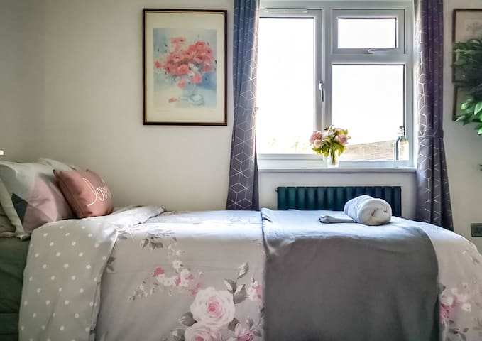 ✹Bright Private Room with 2 single beds