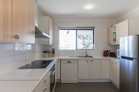 BYO Neighbours! book my 2 spaces! - Scarborough - Villa