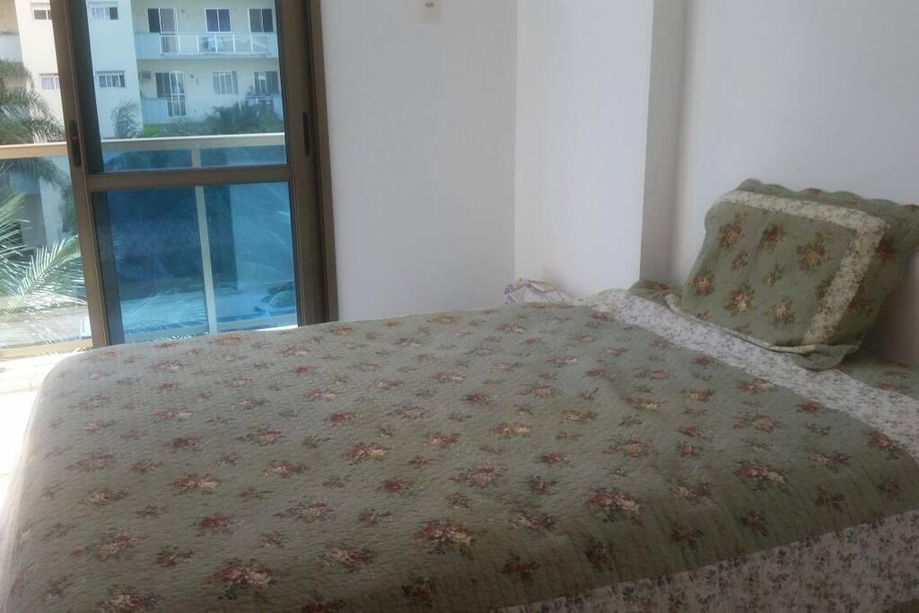 Quarto 2: cama de casal muito confortável