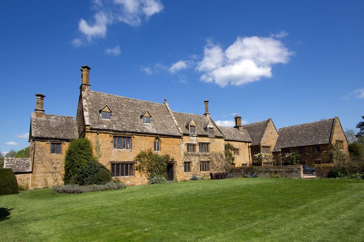Oldest part of Cotswold Manor - Warwickshire - House