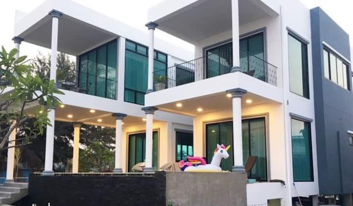 Paknampran in love, beachfront villa in Pranburi