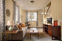 Chic, spacious carriage house steps from Emory.