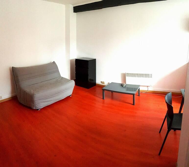 petit studio sympa 2 pas d 39 amiens wohnungen zur miete in somme hauts de france frankreich. Black Bedroom Furniture Sets. Home Design Ideas