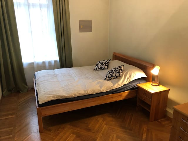 ★ Cosy Room in Art Nouveau District [Free Parking]