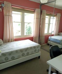 Comfy Bed room! - Newton - Hus