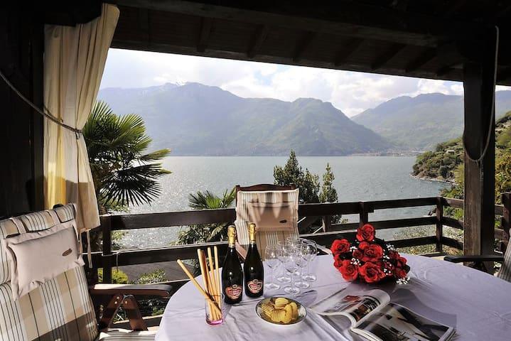 Villetta con giardino e spiaggia sul lago di Como! - Dorio - Řadový dům