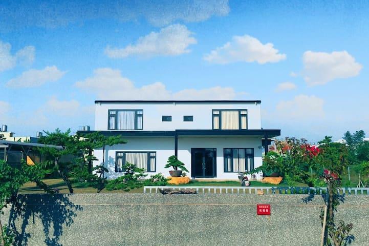 台南佳里-四人房/附早餐/有停車場/有WIFI