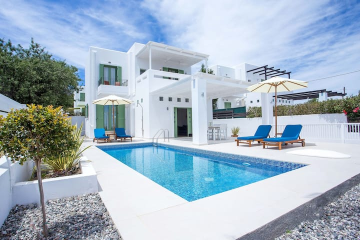 Villa Mytikas w Private Pool near village & beach