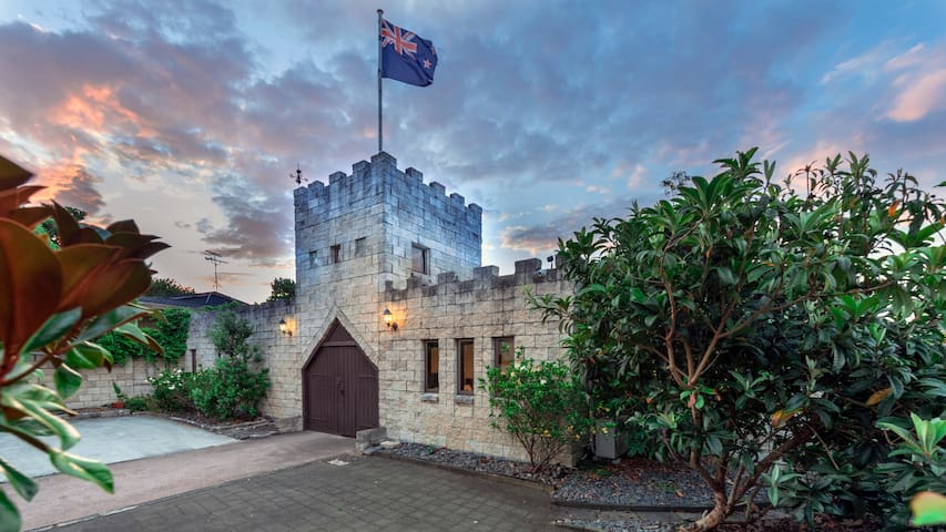 遇见帆船碧海边的浪漫,奥克兰唯一的城堡风格的民宿