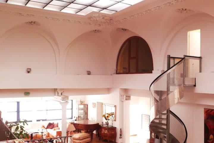 Chambre indépendante dans superbe loft