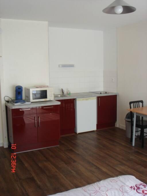 studio hyper centre bourges appartements louer bourges centre france. Black Bedroom Furniture Sets. Home Design Ideas