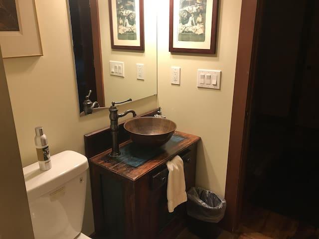 Legends BNB  Entire Lodge $795 2 night min stay