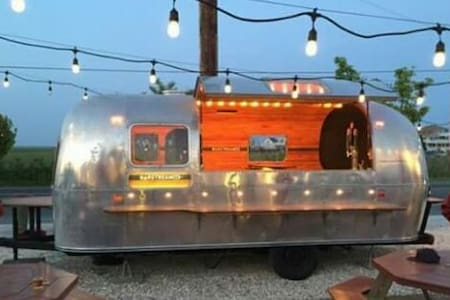 Vintage Airstream Bar - Bernards
