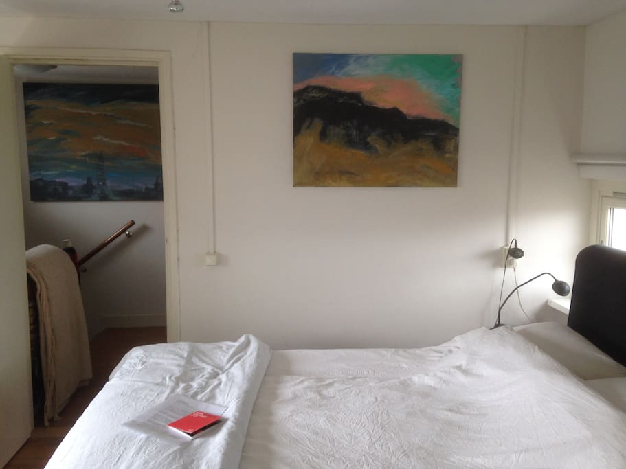 Double bed, separate duvets, private entrance