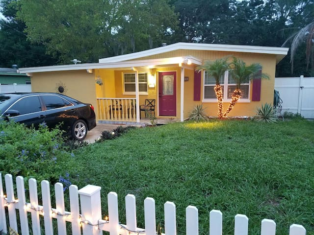 Charming Safety Harbor Bungalow - Safety Harbor - Bungalow