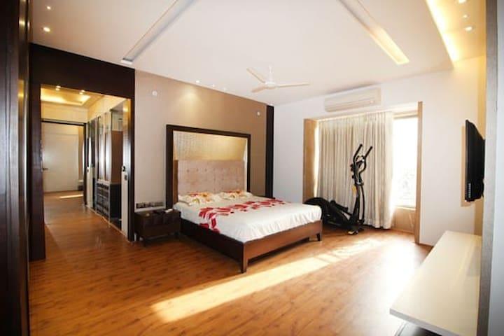 AC  Room A,near Famous Elco Restaurant, Bandra W