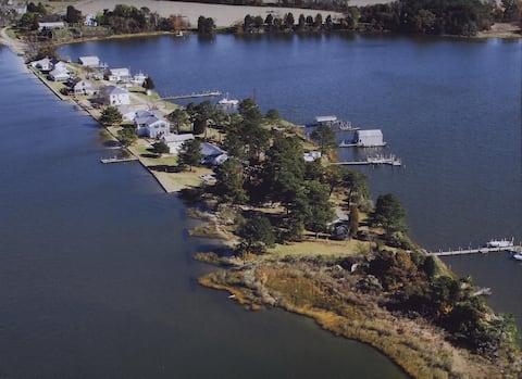 Narrows Beach Cottage: Rock-fishing Retreat