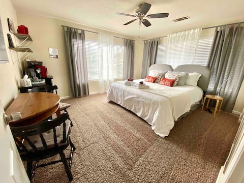Amsterdam Room with CalKing bed or 2 XL Twin beds